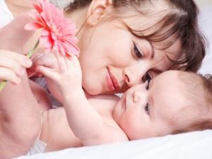 Грудное вскармливание не защищает детей от аллергии