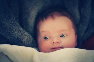 Пение эффективнее успокаивает малыша, чем разговоры