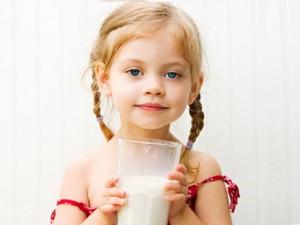 Молоко может быть вредно для детей