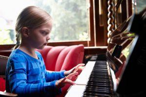Дети, обучающиеся музыке, лучше учатся
