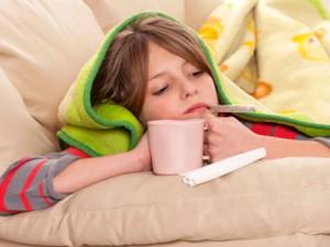 Высокая температура: сбивать или нет? Обтирания или таблетки?