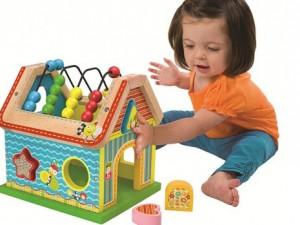 Детские игрушки из дерева способствуют интеллектуальному и физическому развитию ребёнка