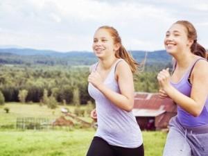 Около половины девочек-подростков избегают занятий спортом