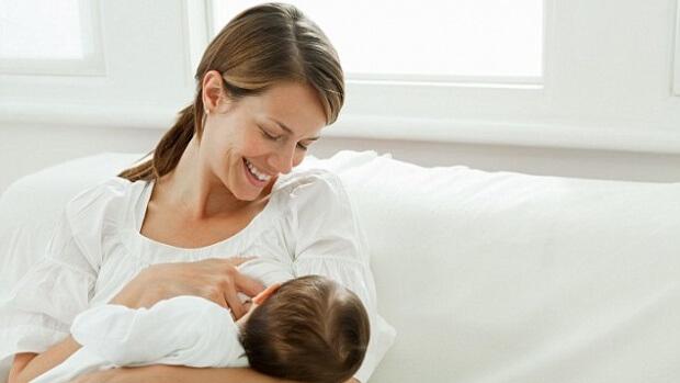 Совместный сон с ребенком продлевает грудное вскармливание