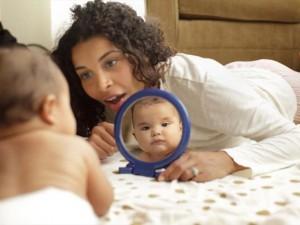 5 веселых способов научить ребенка ползать