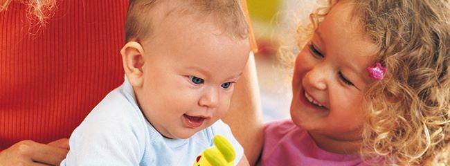 Как помочь младшему ребенку влиться в семью