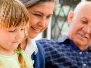 Бабушки и дедушки: их помощь в воспитании детей