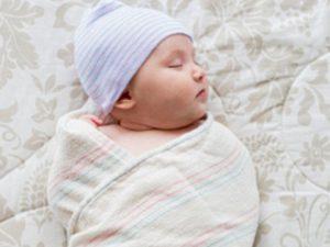 Пеленание младенцев может увеличить риск внезапной детской смерти