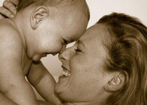 Мозг ребенка особым образом реагирует на голос матери