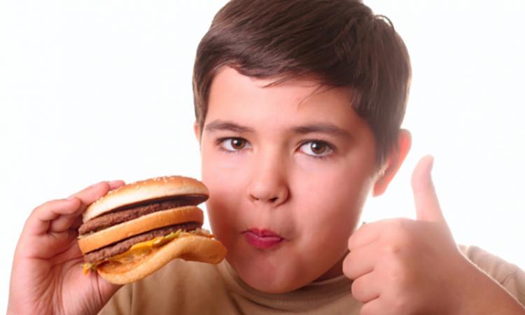Исследователи установили возможную причину ожирения у подростков