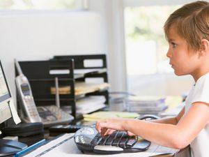 Использование компьютеров в школе положительно отражается на успеваемости детей