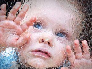 Нарушения иммунитета у будущей матери приводят к аутизму с умственной отсталостью у ее ребенка
