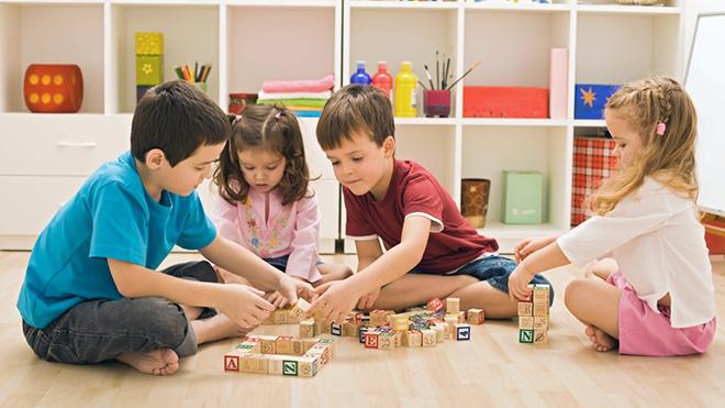 Психологи выяснили, когда дети учатся уступать друг другу