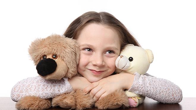 Мальчики и девочки самостоятельно выбирают игрушки, типичные для своего пола
