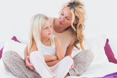 Почему появляются светло-коричневые выделения на ранних сроках беременности?