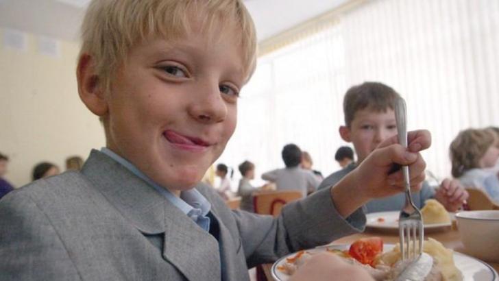 Утренний прием пищи повышает успеваемость школьников