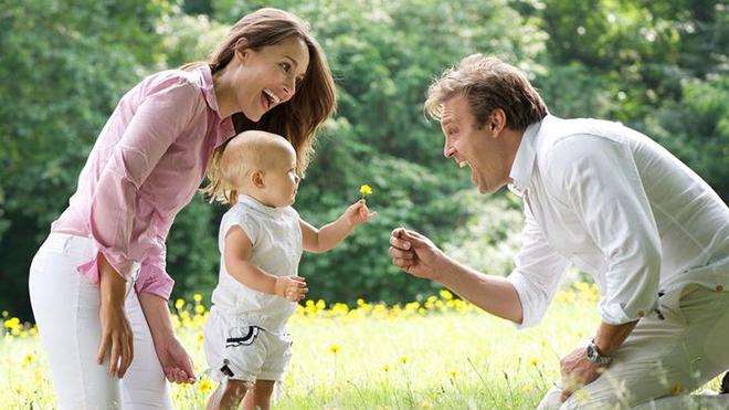 Дети быстрее познают мир, если рядом с ними находятся взрослые люди
