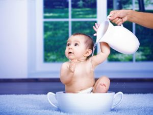 Закаляем малыша с первых месяцев: как сделать это правильно?