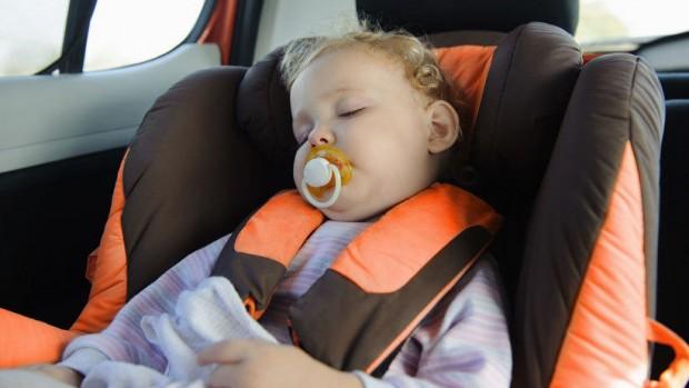 Сон в автокресле может быть опасен для маленьких детей