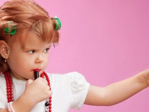 Дети начинают беспокоиться о своем теле в возрасте 2 лет