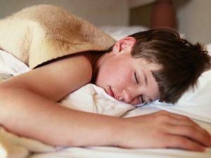 Полноценный сон помогает предотвратить развитие депрессии у подростков