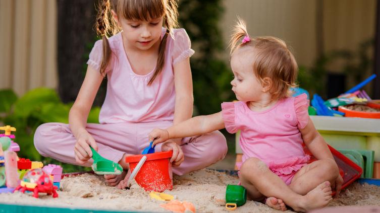 Как сделать зимнюю песочницу в детской комнате?