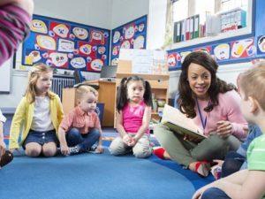 Дети, матери которых выходят на работу, быстрее развиваются