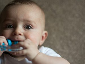 Эксперты предупреждают об опасности использования детских прорезывателей