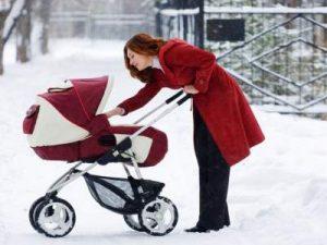 Педиатры подсказали, как одевать ребенка на зимнюю прогулку