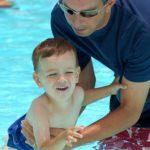 Как научить плавать малыша?