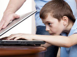 Как отвлечь ребенка от компьютера?
