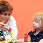 Чему учить ребенка в 2 года: буквам и цифрам или музыке и танцу?