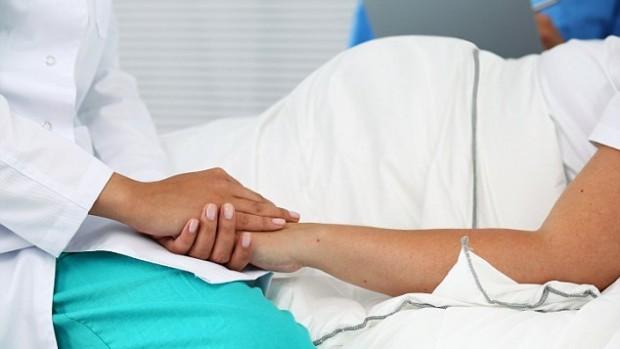 Специалисты выявили связь между обезвоживанием организма и необходимостью кесарева сечения