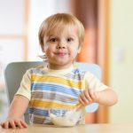 Творог в рационе малыша: как, когда и с чем его давать