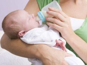 Колики у новорожденных: что делать?