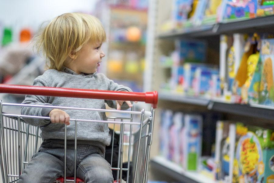 Как ходить с ребёнком за покупками?