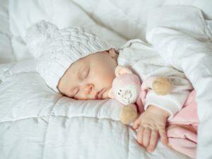 Спокойной ночи, малыши. Как научить ребенка спать без укачивания?