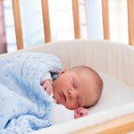Как приучить маленького ребенка спать в своей кроватке
