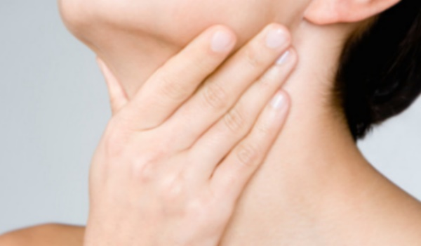 Чем лечить боль в горле при глотании