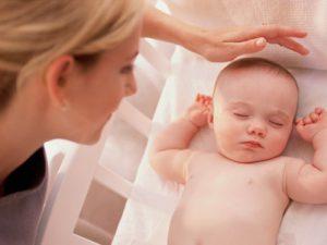 Гигиена новорожденной девочки: особенности ухода, как удалить смегму, предотвращение синехий