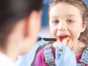Симптомы дифтерии у детей, лечение, осложнения