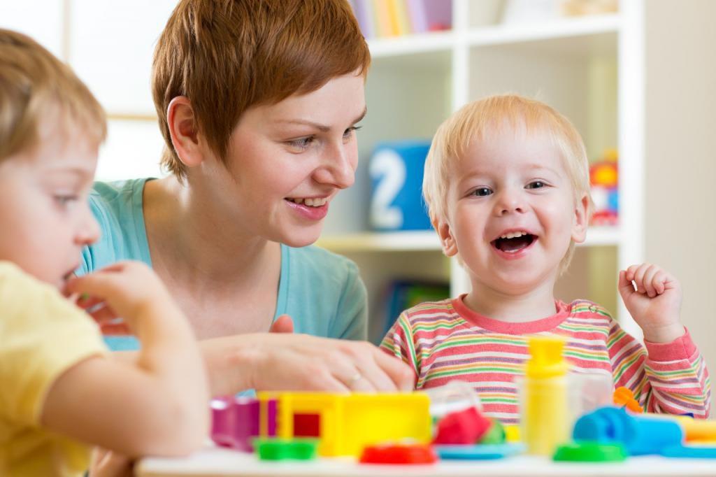 Развивающие занятия для детей: чем занять ребенка дома?