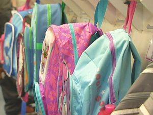 Школьные рюкзаки не влияют на здоровье подростков, утверждают врачи