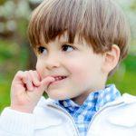 Что делать, если ребенок начал грызть ногти?