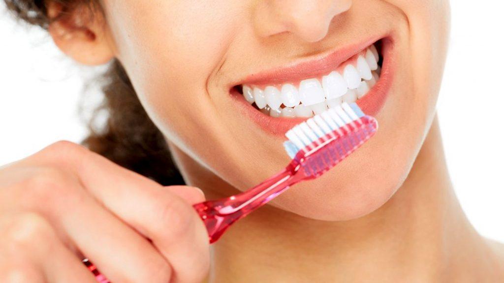 Как правильно чистить зубы детям и взрослым