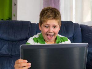 Игра как болезнь. Что делать, если ребёнок «зависает» в компьютере?