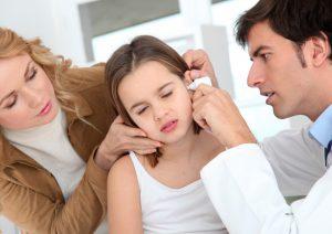 Жидкость в ушах у ребенка за барабанной перепонкой
