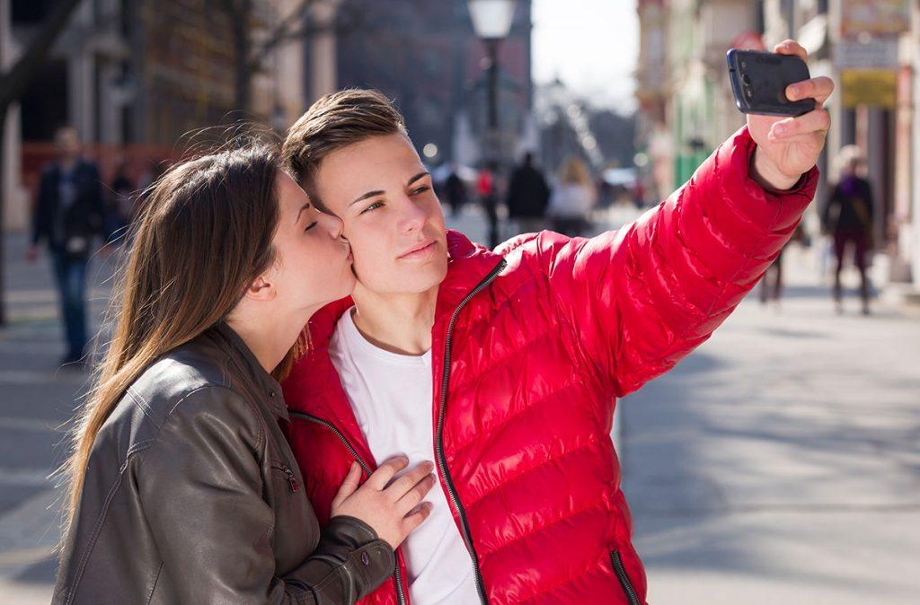 В каком возрасте отпускать подростка на свидание?