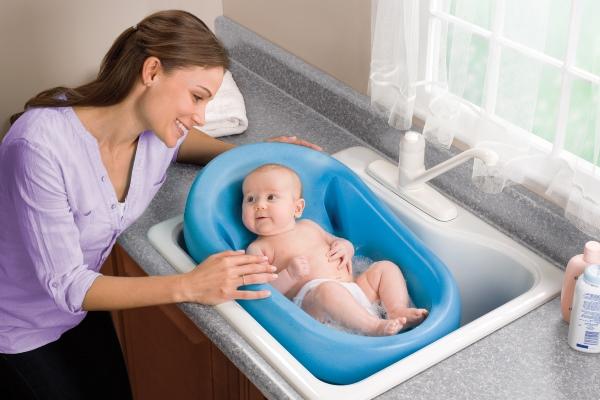 Вода для купания грудничка: температура, жесткость, дезинфицирующие и растительные добавки