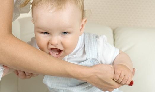 Почему ребенок сильно кусается?